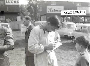 bruce mclaren signs autograph oulton park 1962 photograph   ebay