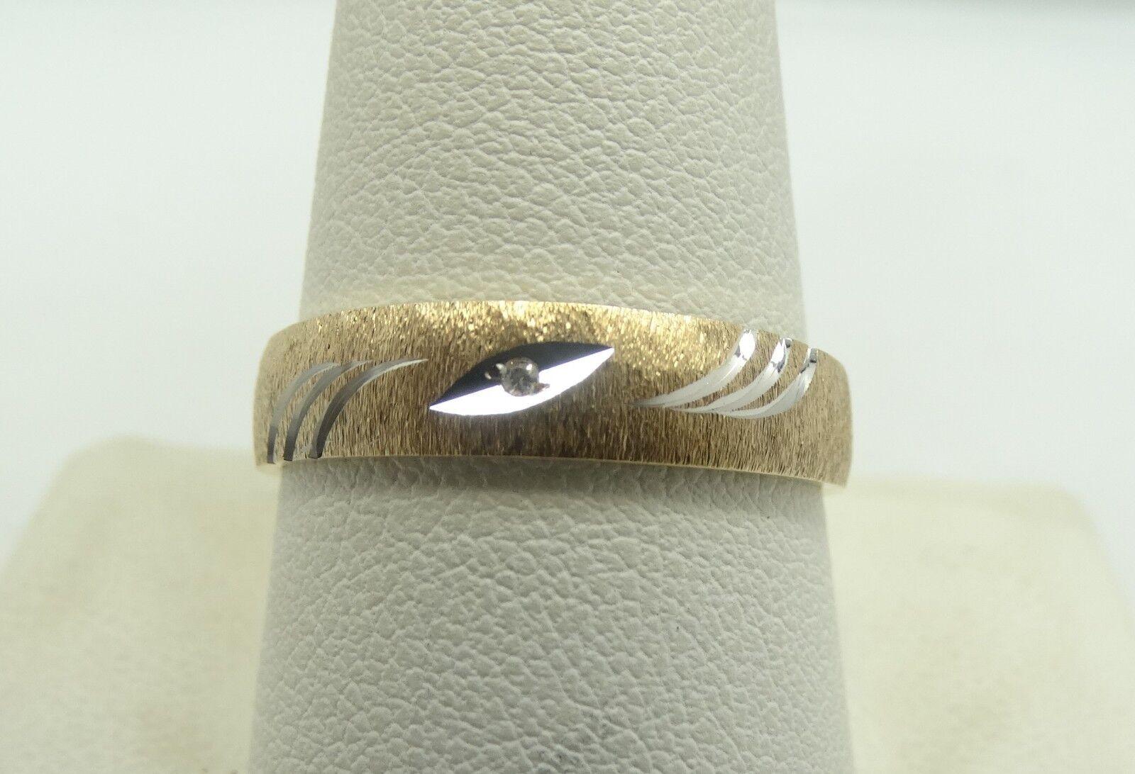 Beautiful 10K Y & White gold Diamond Diamond Cut Textured Ring Sz 10 3.2g D5663