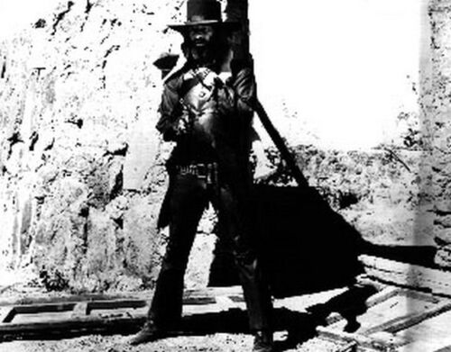 El Topo Classic Holding Pistol in Classic High Quality Photo