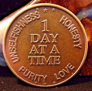 Bronze-Alcoholics-Anonymous-AA-Medallion-ONE-DAY-AT-A-TIME-Token-Coin-Chip-Sober