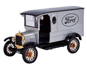1-24-Ford-1925-Model-T-Paddy-Waggon-w-Logo-Silver-Motor-Max-Platinum-Series