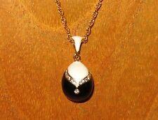 Ruso Faberge inspirado Negro Blanco Esmalte Swarovsky Cristales Huevo Colgante Cadena