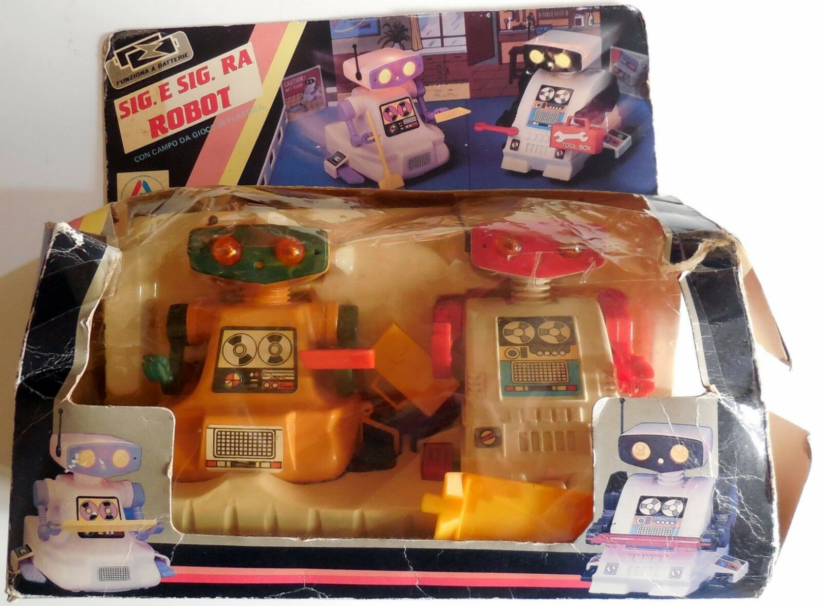 VINTAGE PLASTIC TOY ROBOT SIG, E SIG.RA MR AND MRS MADE HONG KONG 1980s BOXED