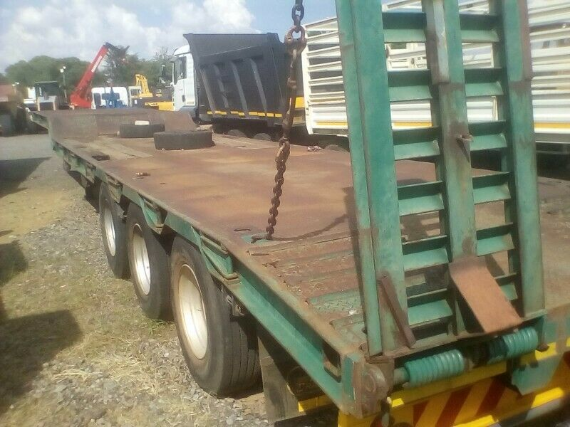 Lowbed trailer Tri axle