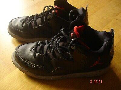 Nike Schuhe für Mädchen grau Gr. 35 gebraucht