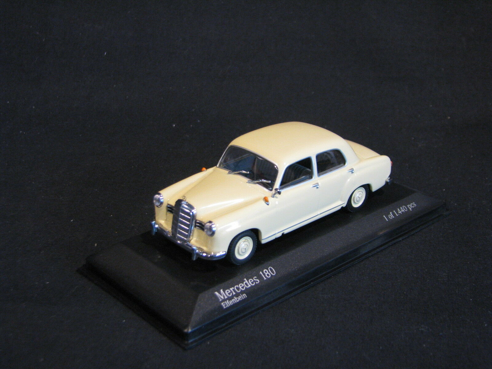Minichamps Mercedes-Benz 180 1953-1957 1 43 Ivory (JS)