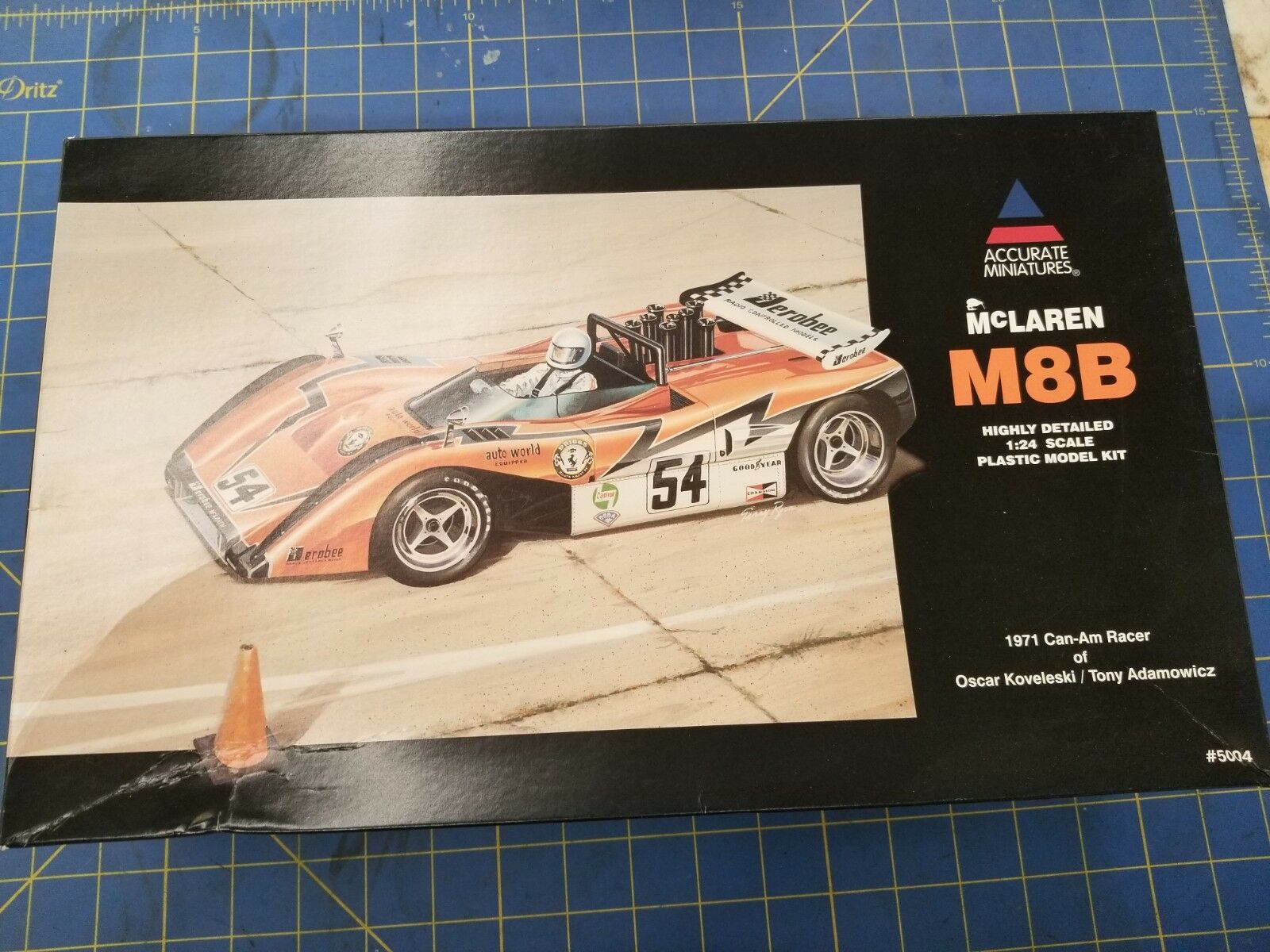 Accurate Miniatures 5004 McLaren M8B '71 Can-Am Racer 1 24  Model Kit