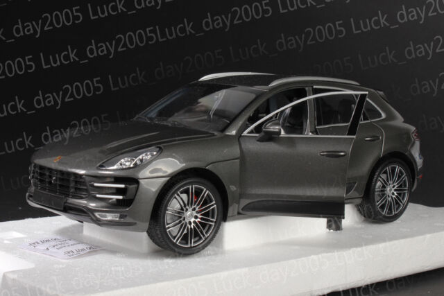 minichamps 1 18 porsche macan turbo 2013 grey g nstig. Black Bedroom Furniture Sets. Home Design Ideas