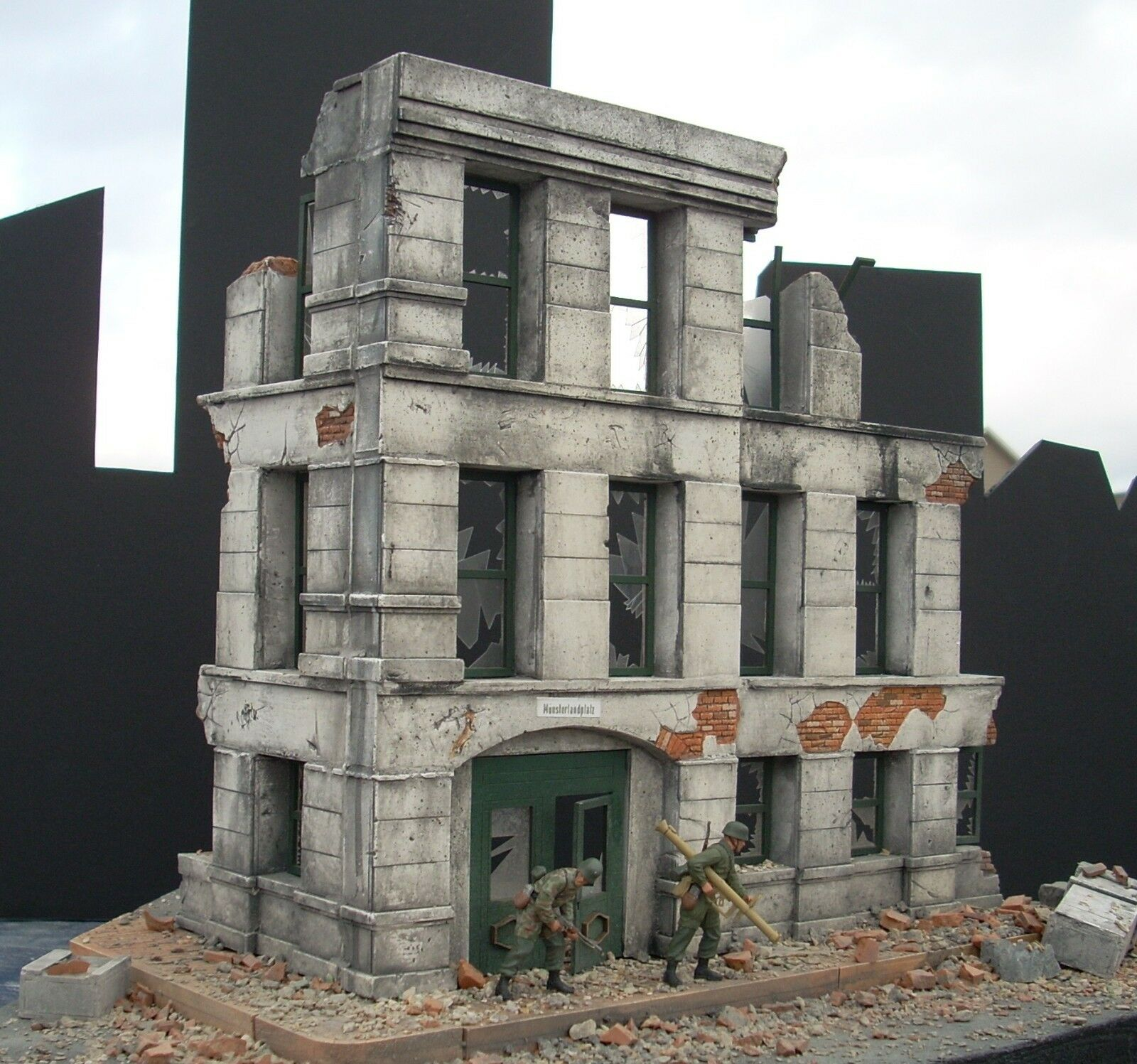 Dioramas Plus DP2 Government Ruins 1 35 Scale Model Kit + Free  15 Base & Rubble