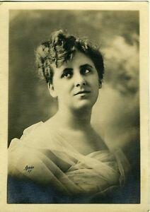 APEDA-NEW-YORK-portrait-femme-drape-voile-PHOTO-noir-et-blanc