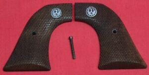 Ruger-Firearms-Super-Blackhawk-Grips-checkered