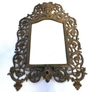 Laiton antique encadrée Biseauté Miroir avec d'homme barbu la tête et des vignes