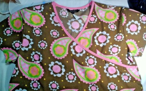 Just Love Brown /& Pink Pint Ladies Scrub Top Size XS or S NWOT