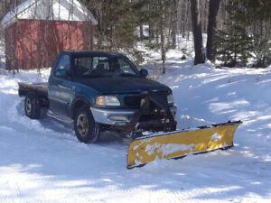 F150 4 X4 avec pelle à neige