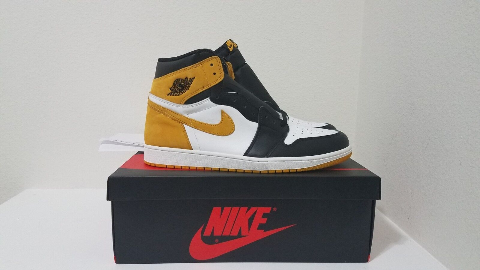 Air Jordan Retro 1 High OG Yellow Ochre 555088 109 DS w  receipt Size 13