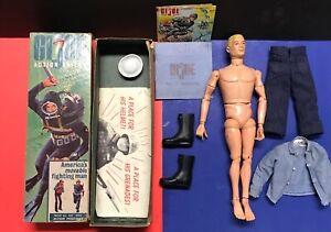 GI-Joe-Action-Sailor-Triple-TM-Box-Slotted-Shoulder-Nice-uniform-paperwork-1964