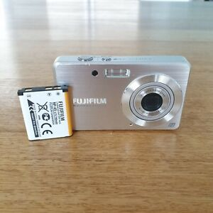 FUJIFILM-FINEPIX-J15-8-2-MEGAPIXEL-DIGITAL-CAMERA-Photo-Video-Silver