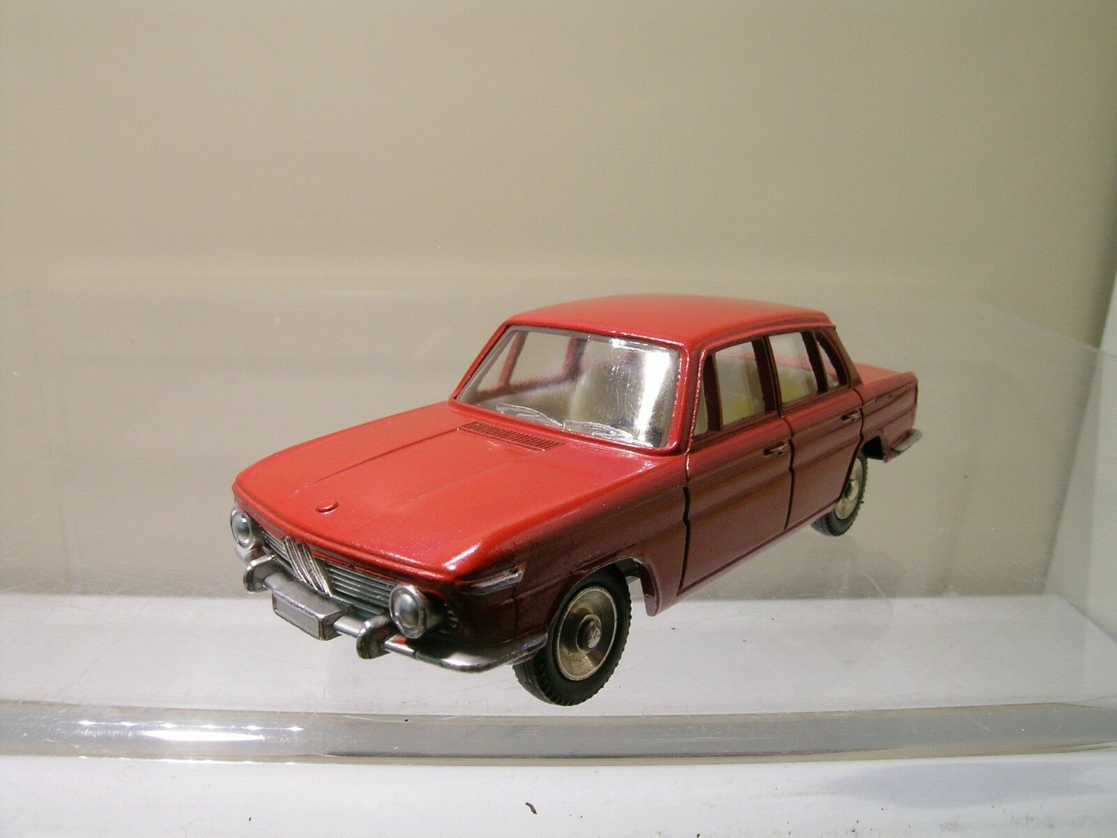 DINKY TOYS FRANCE 534 BMW 1500 SEDAN rosso SCALE 1 43