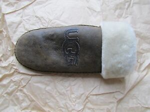 UGG-1-Mitten-Classic-Logo-Bomber-Chocolate-S-M-NEW-1-Left-Hand-Only