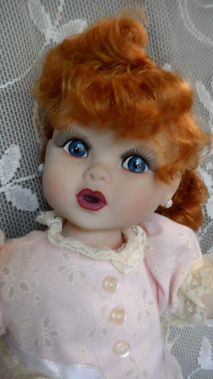 Baby Lucy Precious Kids  catches a butterFliegen 14  Premier Doll