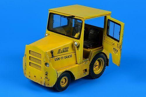 Aerobonus 1 32 United Tractor GC340-4 SM-340 Tow Tractor w Cab