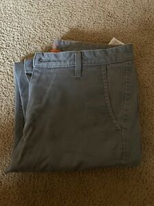 Men-s-Dockers-Dark-Gray-Casual-Classic-Fit-Khaki-Pants-Size-34x32-New-W-O-Tags