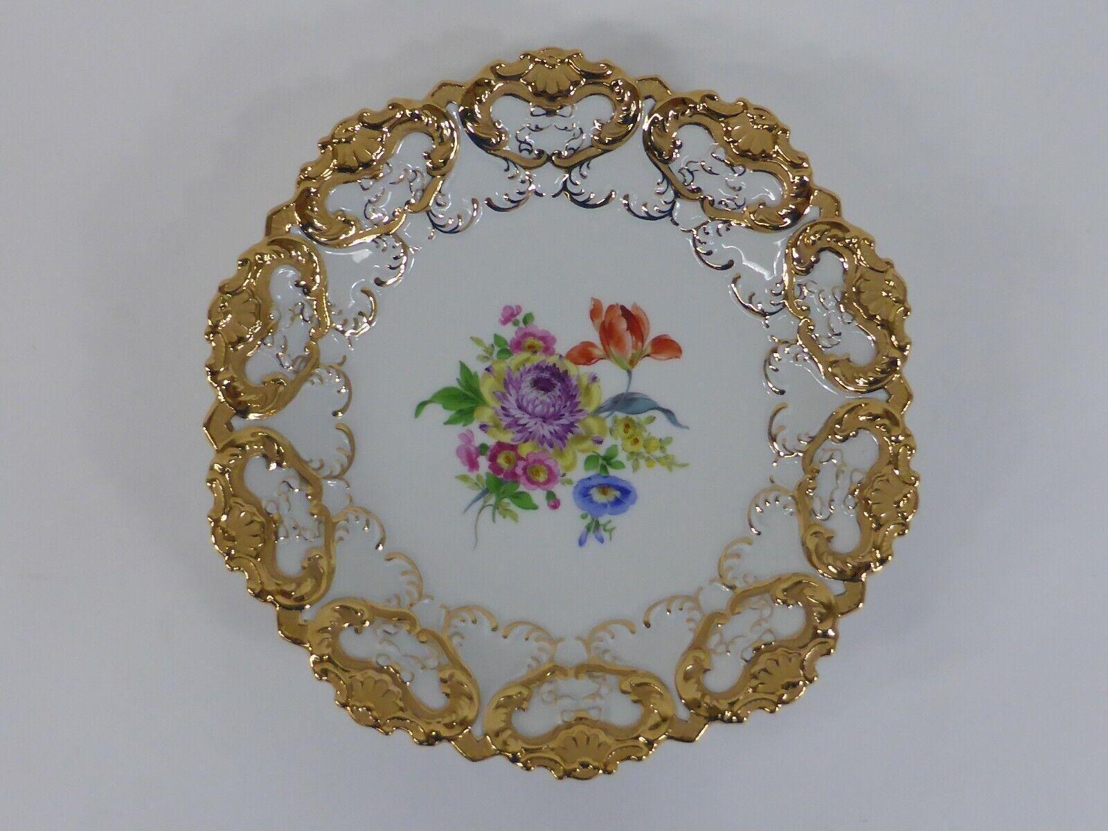 Image 1 - Meissen-Porcelain-Punk-Plate-Flowers-Bouquet-rocaillerelief-Matt-Gloss-Gold-02