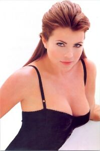 YASMINE BLEETH - HEAD AND CLEAVAGE SHOT !!!