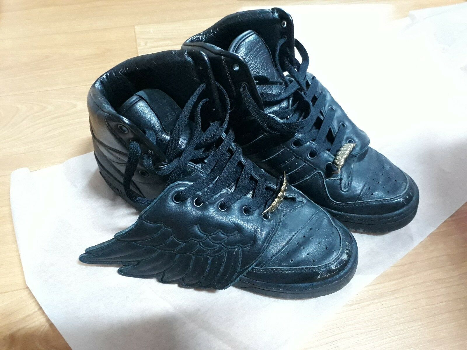 Adidas jeremy scott wings 9.5 black shoes gold pendant authentic - used