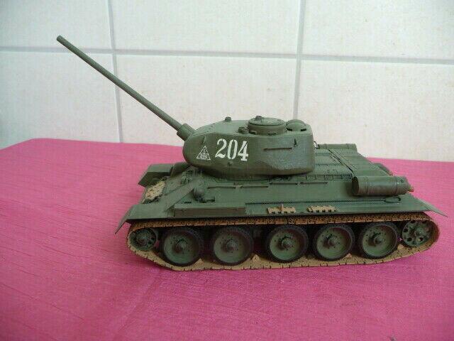 PANZER russischer T-34 85 1 35 grün Nummer  204 hellbraune Kettenglieder