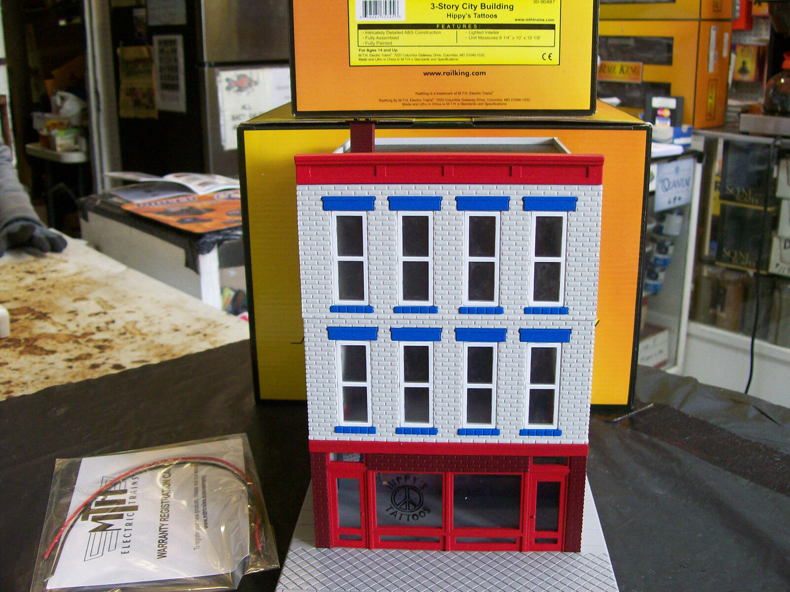 MTH Hippy's Tattoos 3 Story City Building Lighted Pre Made Lionel Compatible NEW