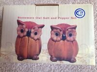 Cracker Barrel Owl Salt & Papper Shaker Pumpkin
