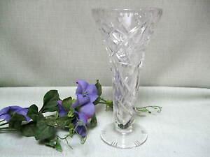 Vase-Bleikristall-Ausgestellte-Form-Tellerfuss-mittelgross-geschliffenes-Design