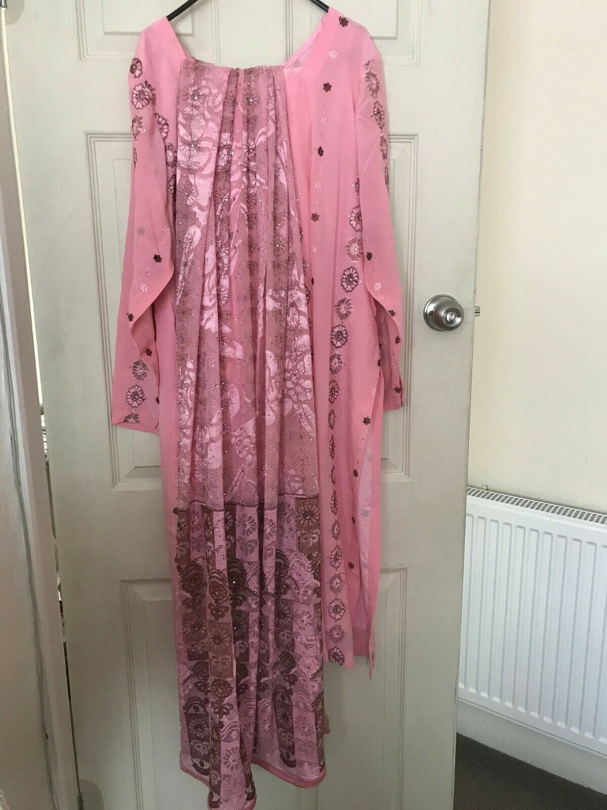 LADIES GORGEOUS SHALWAR KAMEEZ WITH STONE WORK,HARDLY USED,DRY CLEANED ,BARGAIN