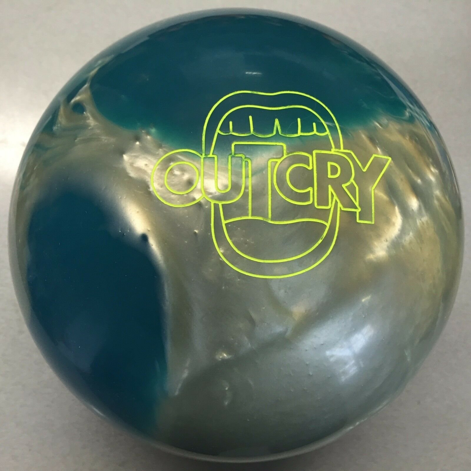 redO GRIP OUTCRY   bowling  ball 16 LB. 1ST QUALITY  NEW UNDRILLED IN BOX
