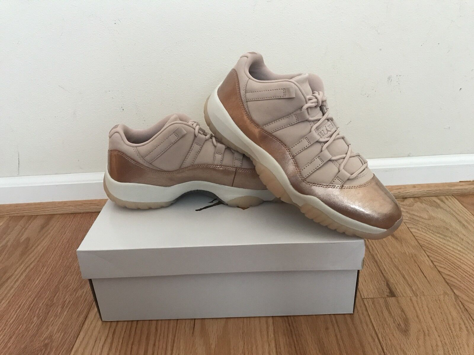 Nike Air Jordan 11 Low Metallic Rose Gold Red Price reduction Women's size 11.5 Wild casual shoes