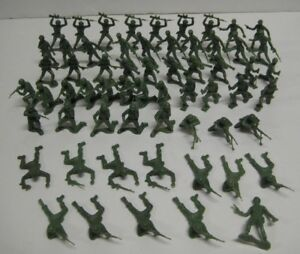 Vintage-Lot-of-61-Toy-Green-ARMY-MEN-Plastic-2-034-Marx-Unmarked-Soldiers-Figures