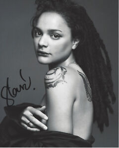 ACTRESS-SASHA-LANE-HAND-SIGNED-AMERICAN-HONEY-MOVIE-8X10-PHOTO-w-COA-HELLBOY