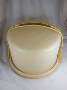 Tupperware-Vintage-Round-10-Cake-Carrier-with-Harvest-Gold-Handle-12-034-Diameter