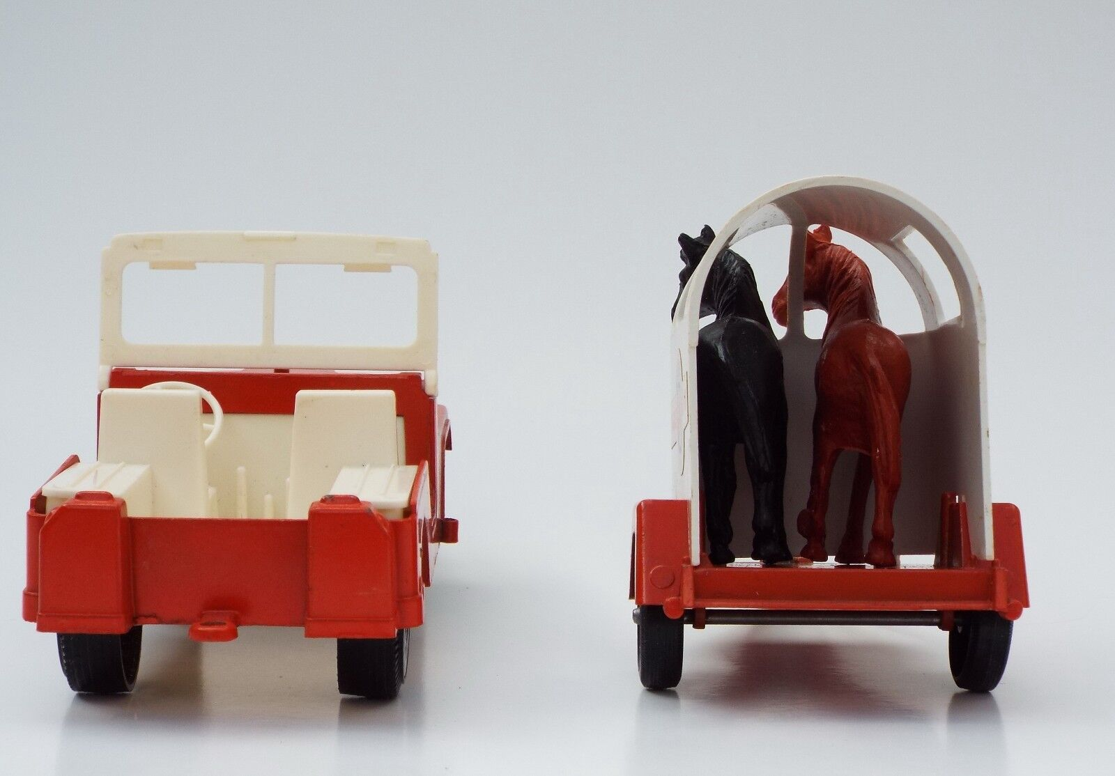 Hubley Mighty Mighty Mighty Mite Jeep N Horse Trailer w 2 Horses 70s NIB a26eed