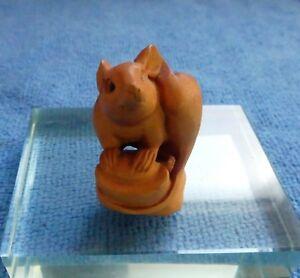 Japanese-Boxwood-Netsuke-of-a-Mouse-Signed