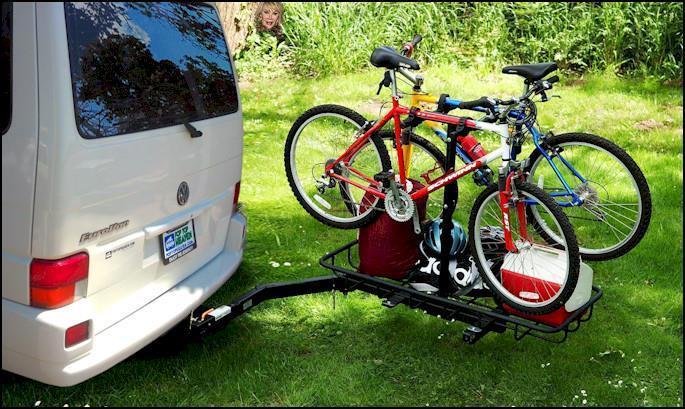 Un soporte para bicicletas Swing con capacidad para cuatro bicicletas y engranajes.
