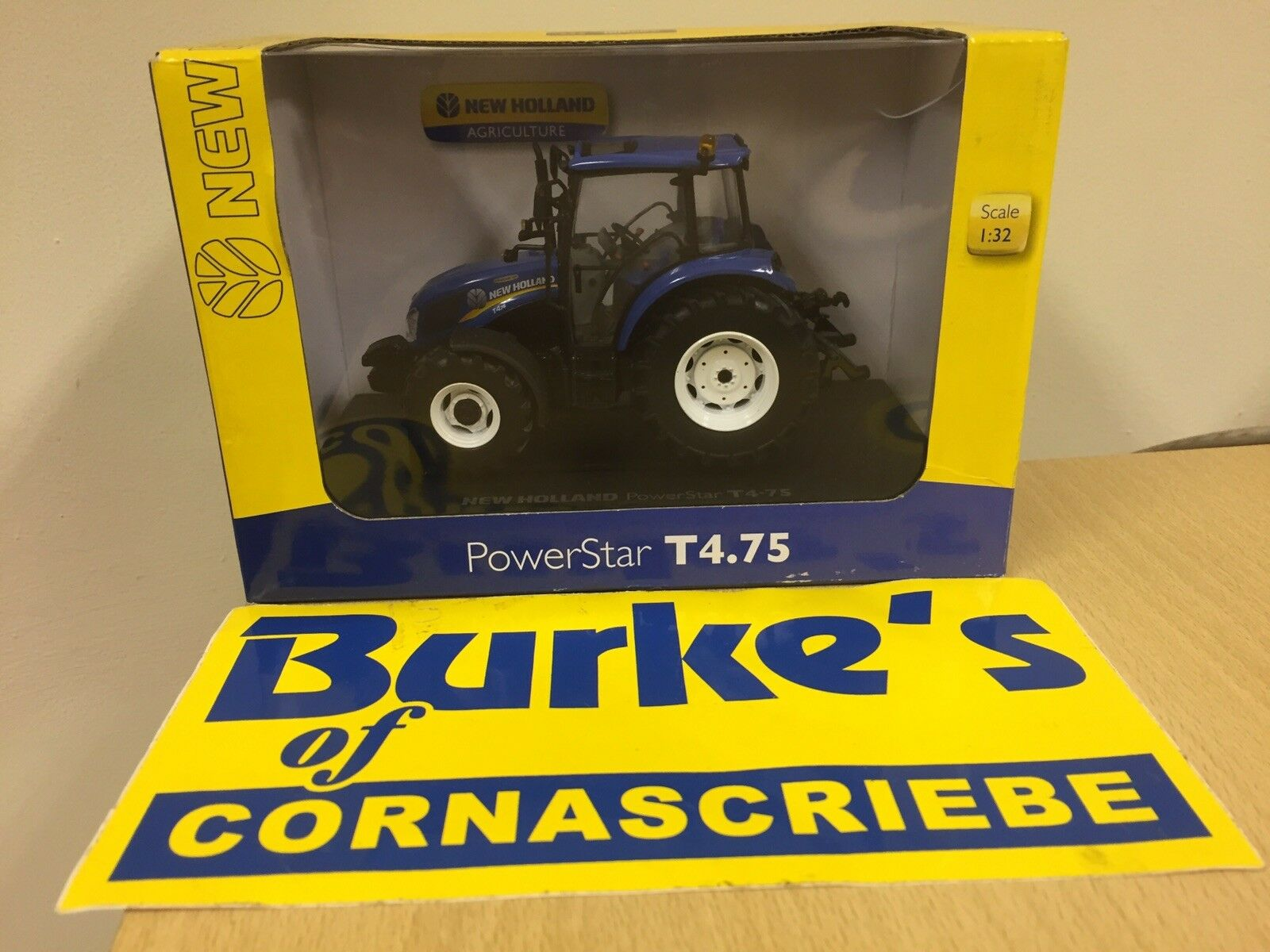 UNIVERSAL HOBBIES NEW HOLLAND T4.75 POWERSTAR 1 32 SCALE PRICE INCLUDES VAT