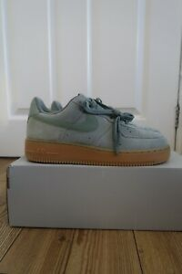 Nike Air Force 1 Black Suède Gomme rare, comme neuf