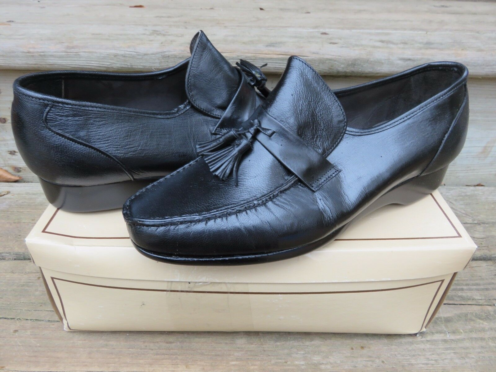 prezzi eccellenti NEW Hanover Slip-on Loafer Loafer Loafer Tassel Dress scarpe nero Dimensione 9.5 New Old Stock  con il prezzo economico per ottenere la migliore marca