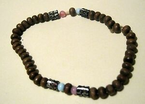 Pretty-dainty-lightweight-wooden-beaded-elasticated-bracelet-with-feature-beads