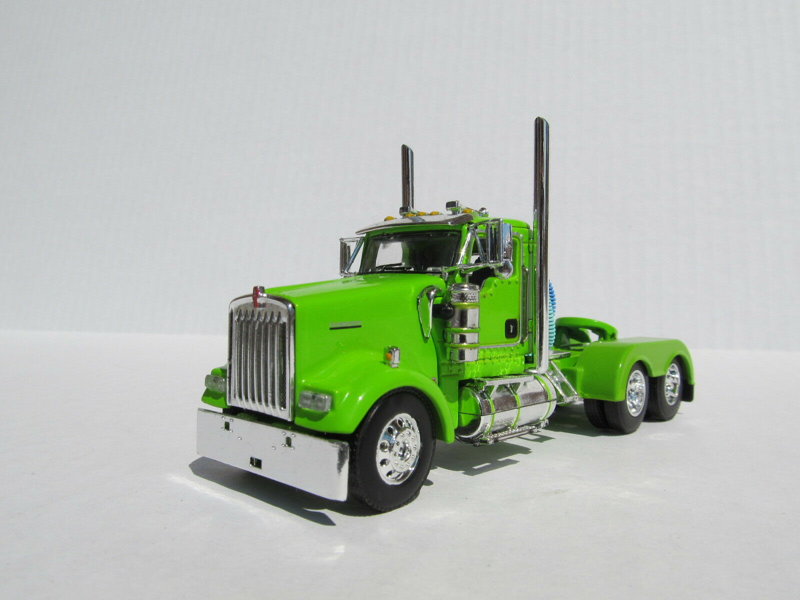 DCP 1 64 SCALE W-900 KENWORTH DAY CAB LIME verde - TRACTOR ONLY