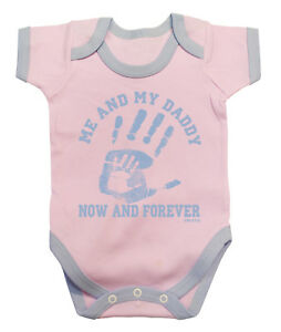Me-amp-My-Daddy-Now-amp-Forever-Funny-Girls-Baby-Grow-Body-Gilet-Cadeau-Pour-Peres