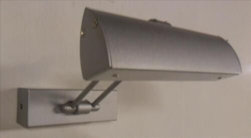 Christopher wray réglable photo lumière en aluminium avec un satin finition argent