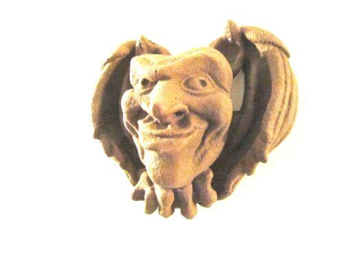 Brandneu Dodgy Eyed Gargoyle Zoll Skwynt cm Wunderschönes Garten Wand Hänge Deko